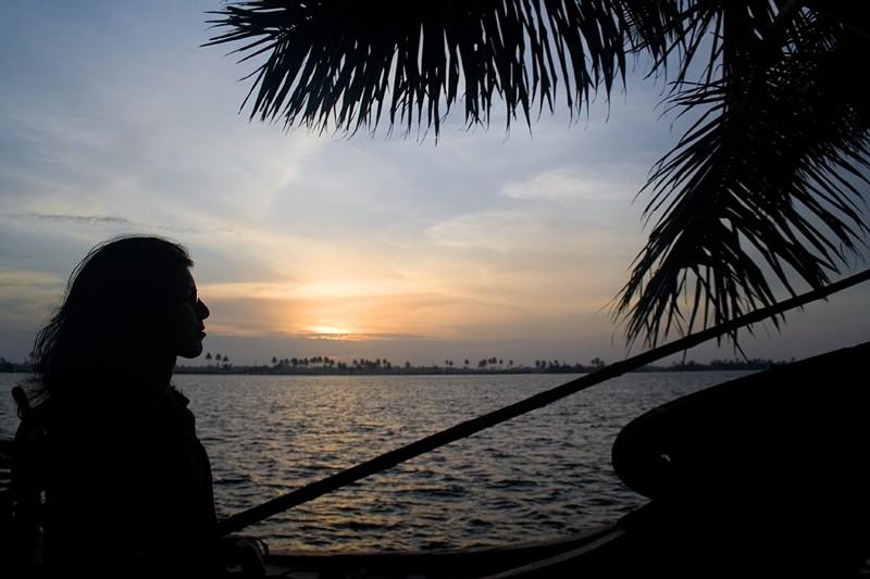 sunset kerala houseboat backwaters