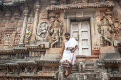 Agumbe trip #14: A priest @ Vidyashankara Temple