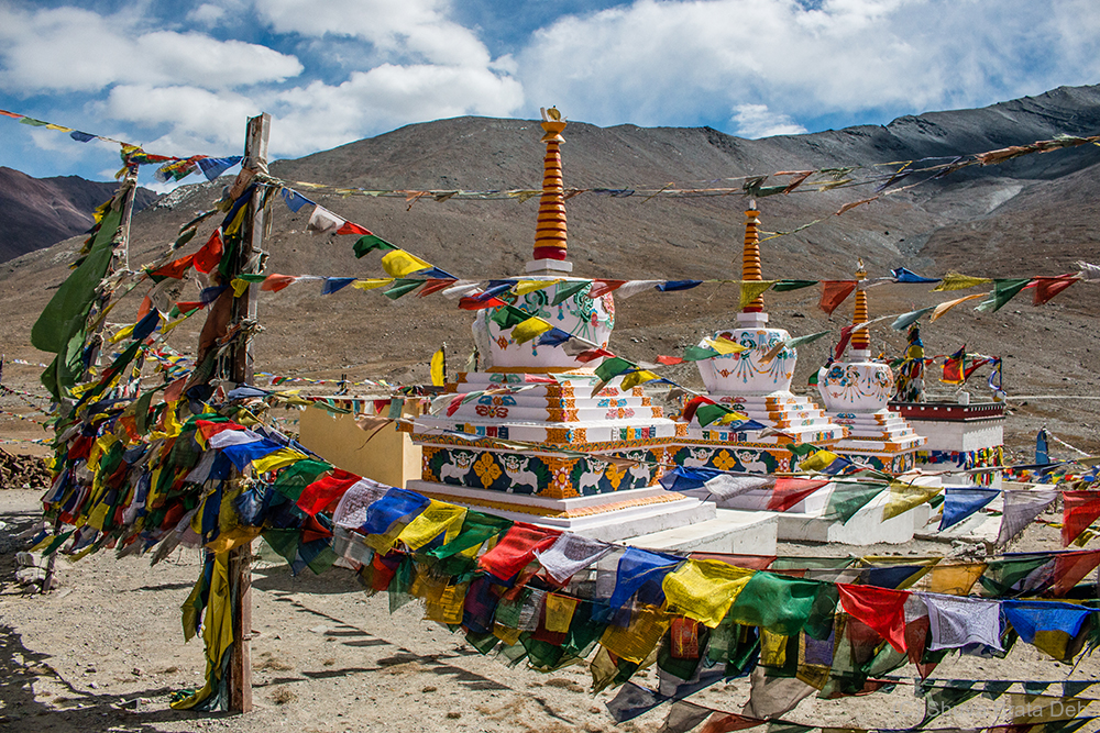 The stupas at Kunzum La Pass