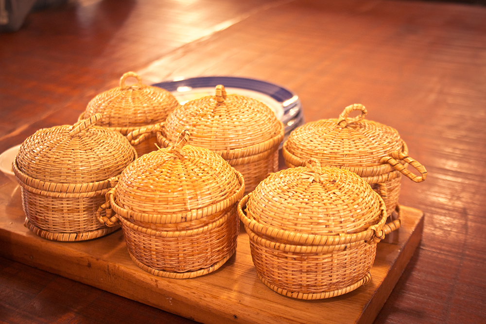 Momos served in cue baskets