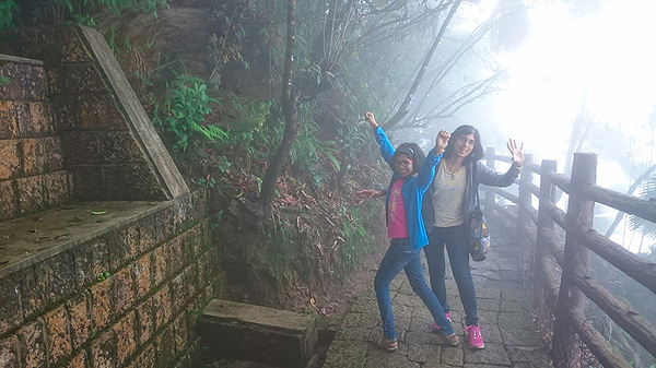 Foggy walk to Arwah cave