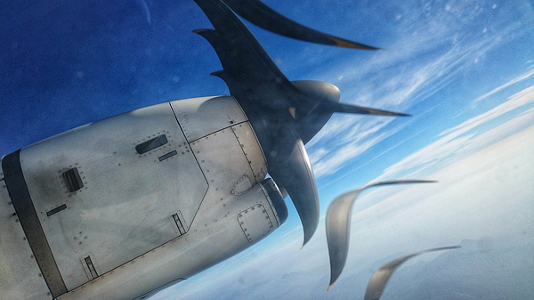 Aircraft propeller freeze shot using mobile