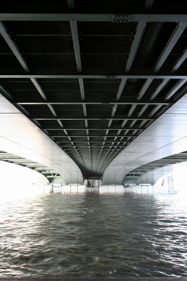 Under the Alma's bridge