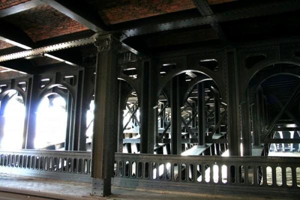 Under Alexandre III bridge