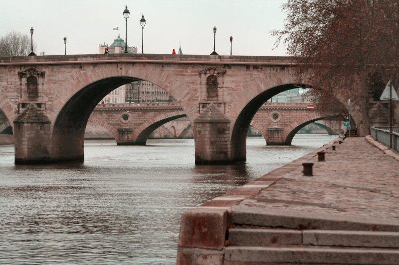 Paris bridges bichromic