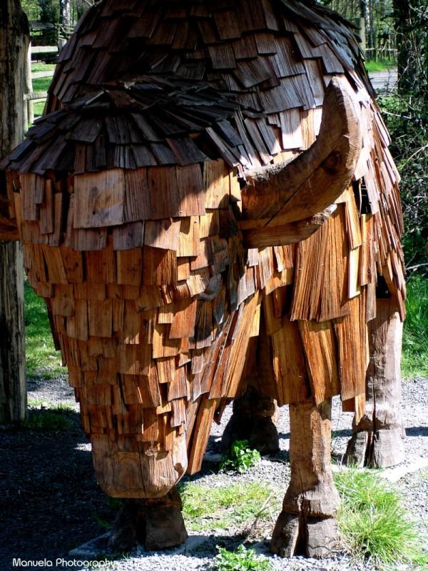 bison animal wood sculpture statue fasanerie germa