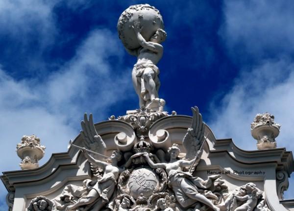 Linderhof palace bavaria King gardens statues
