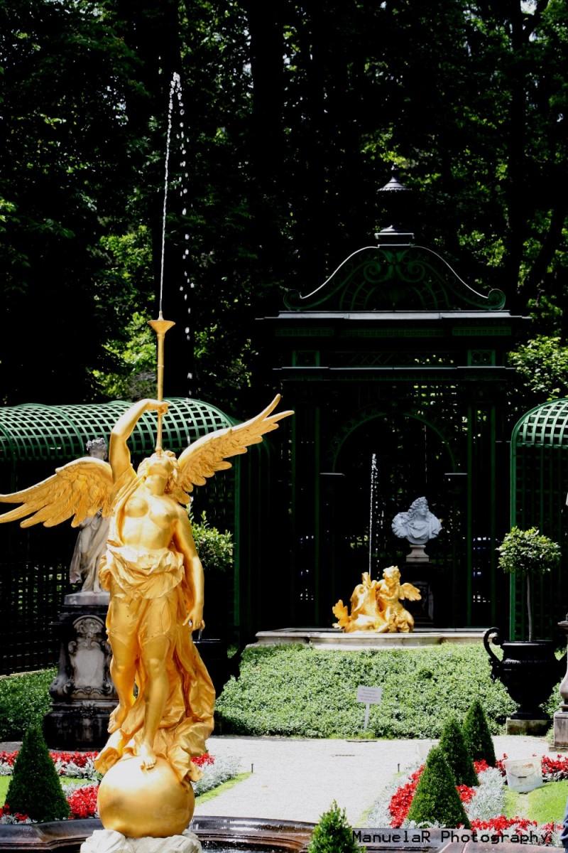 gardens palace king statues bavaria linderhof