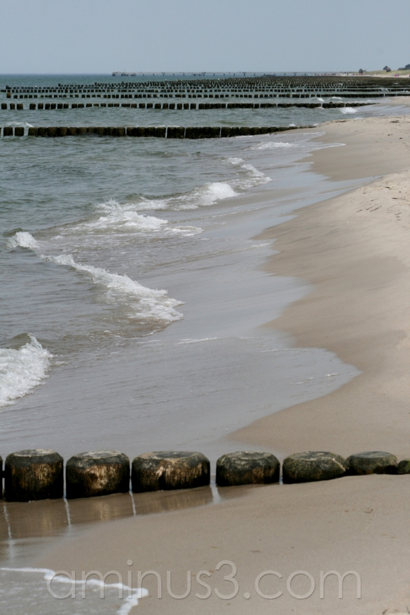 beach baltic sea waves dyke sea ostsee germany