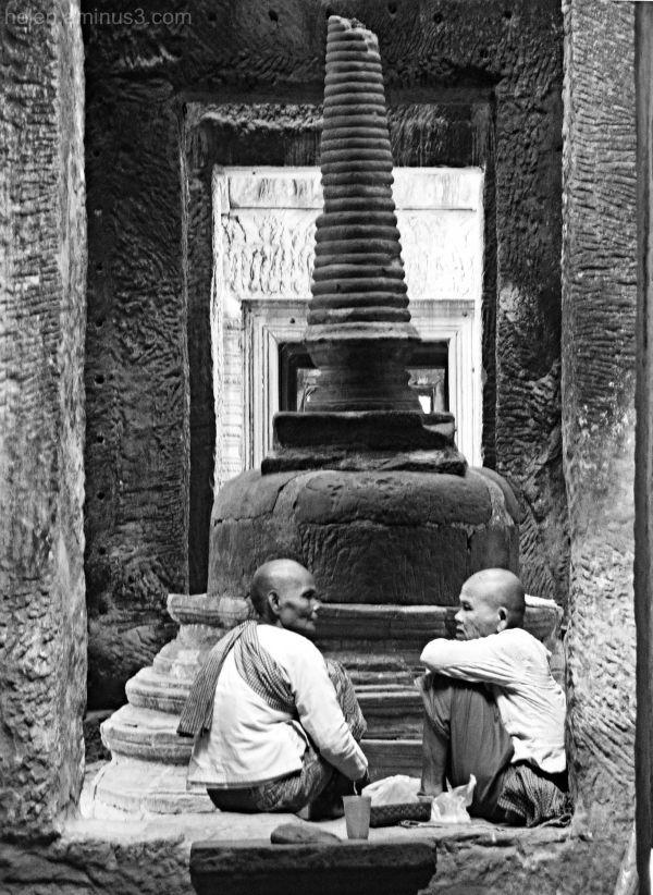 Taking tea - Angkor