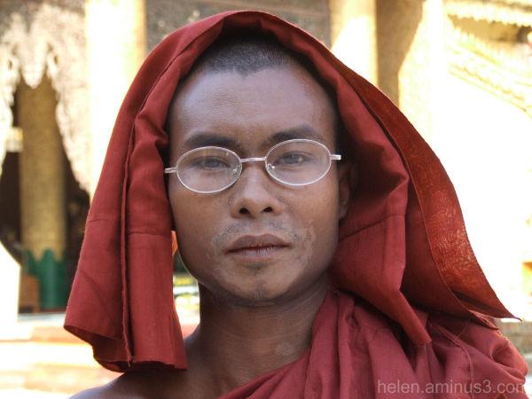 Monk at the Shwedagon