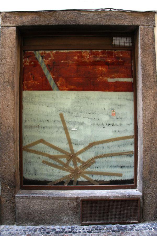 Broken window - an abstract