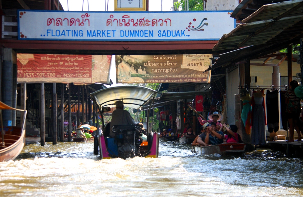 A vist to the Damnoen Saduak Floating Market
