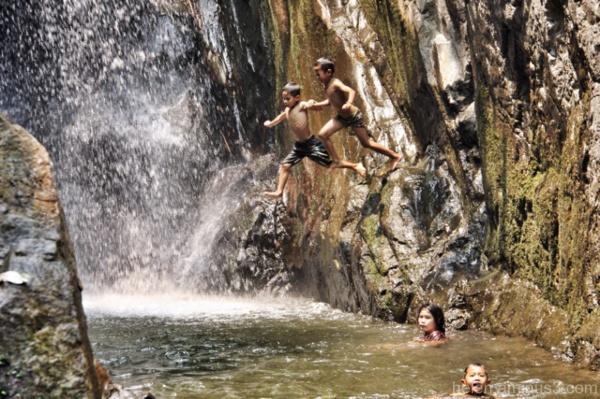 Friends always jump together