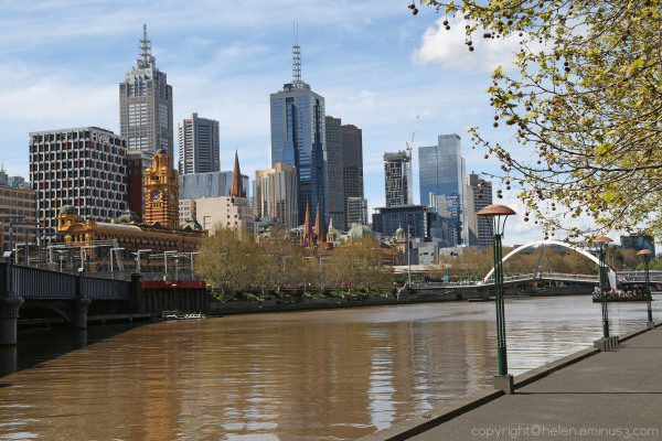 Melbourne : 3