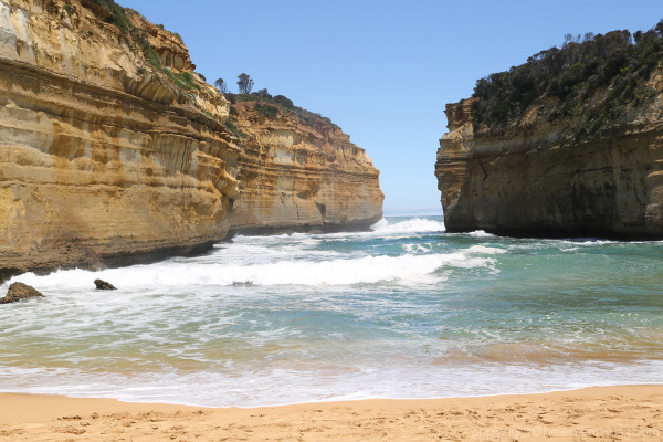 Waves into Loch Ard Gorge