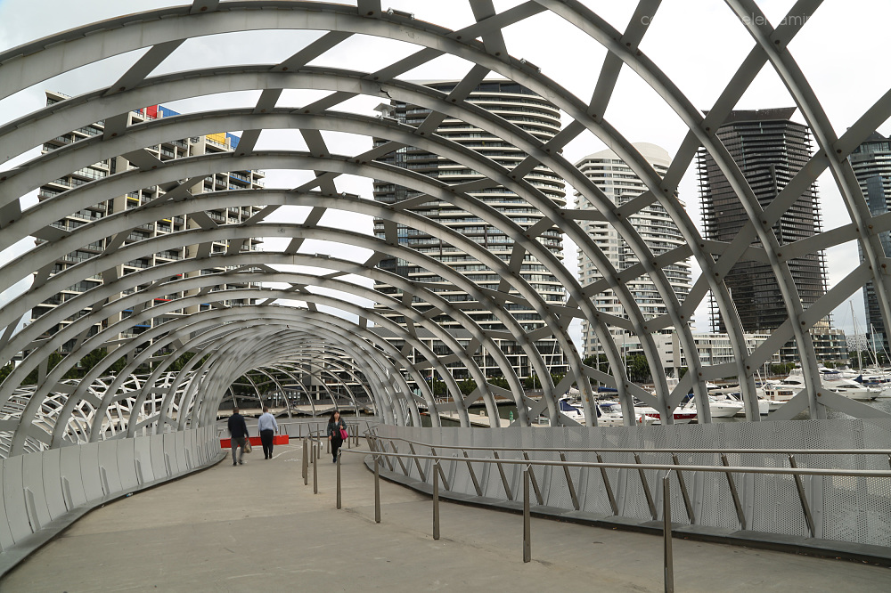Pedestrian bridge: Docklands