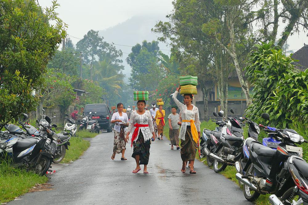 Arriving for the festival