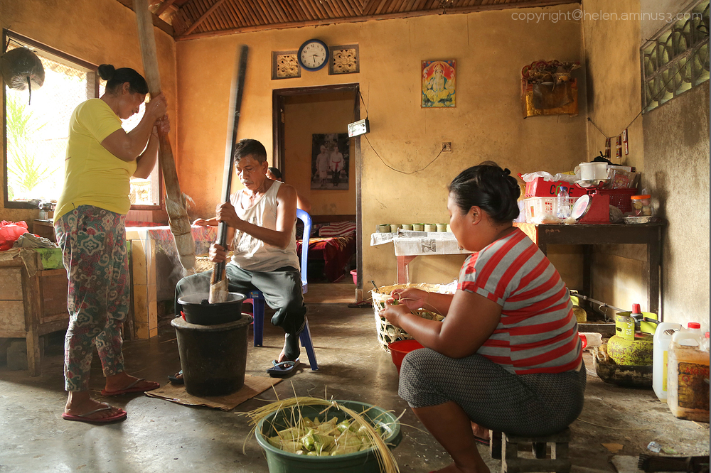 Pounding rice flour
