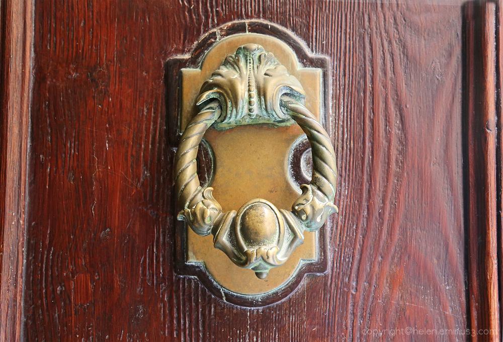Door Knockers: 3