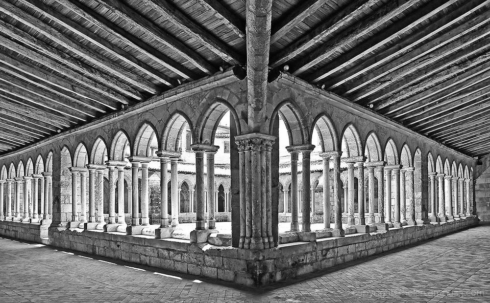 L'Eglise collegiale de Saint-Emilion -N&B