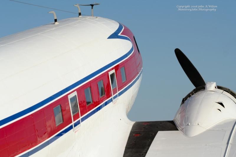 DC-3_at_Salinas_CA_International_Air_Show