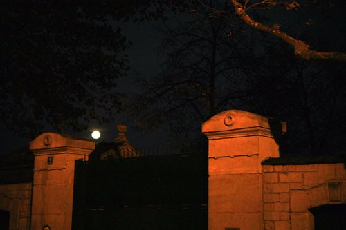 MnX photo full-moon cimetary