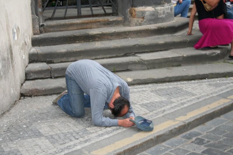 Beggar, Praha