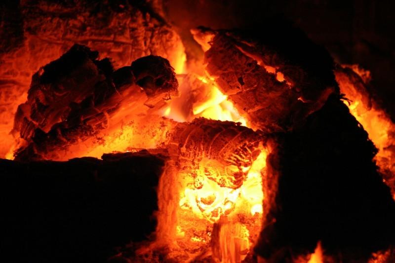 Brasas, fogo, lareira