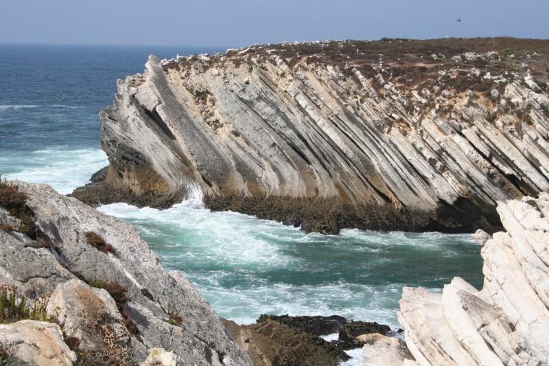 IX. Mar e rocha