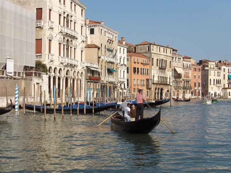 veneza italia gondola barcos