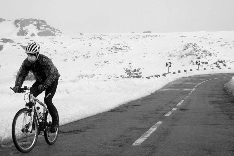 serraestrela inverno neve bicicletas bw caminho