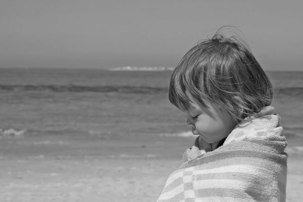 crianca praia mar retrato algarve