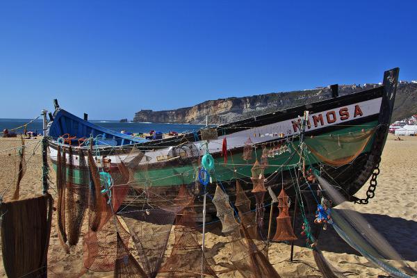 mar praia nazaré barcos
