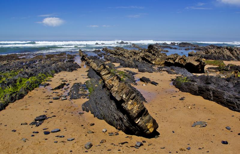 praia  areia rocha almograve