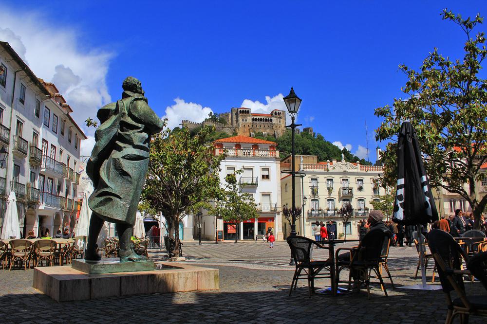 leiria praca estatua candeeiro castelo