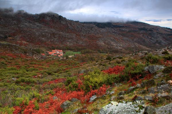 alvão outono montanha rocha aldeia