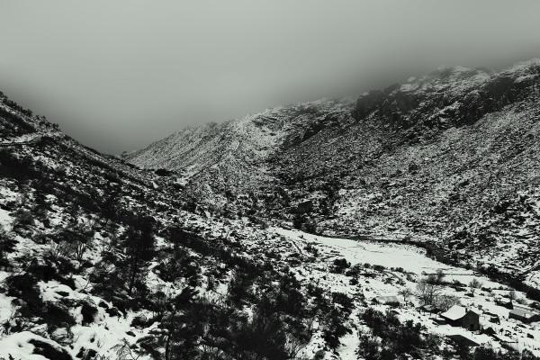 serraestrela inverno neve rio vale montanha