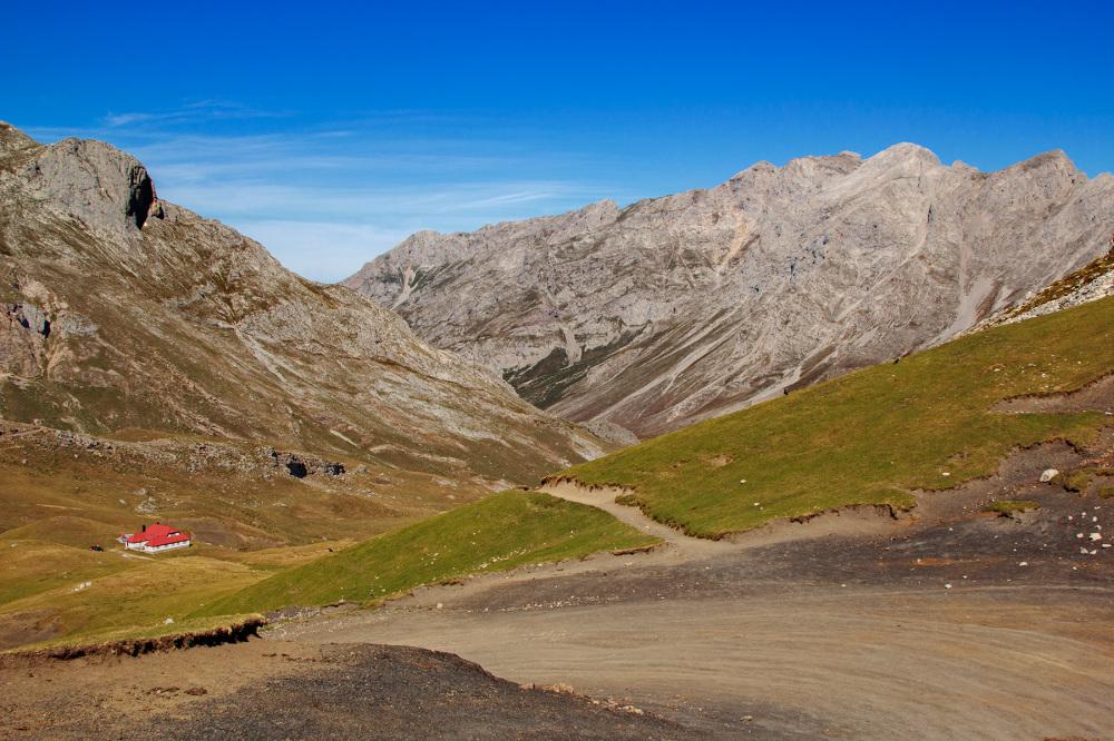 picos-da-europa montanha fuente-dé espanha casa