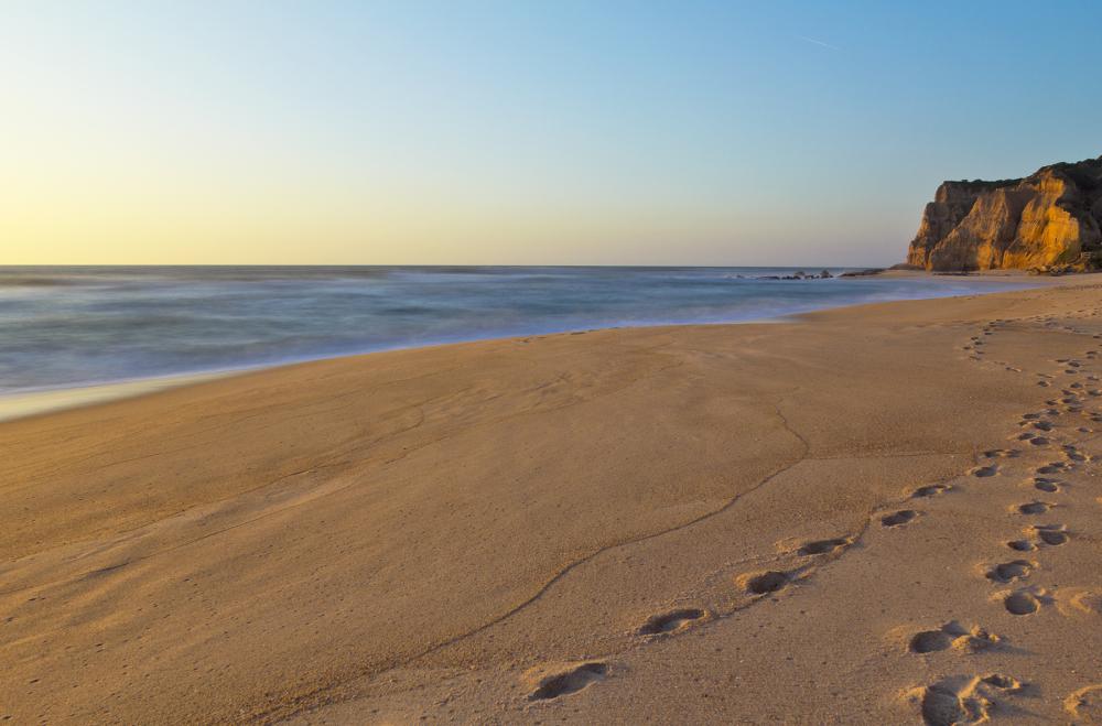 mar praia vale-furado areia pegadas
