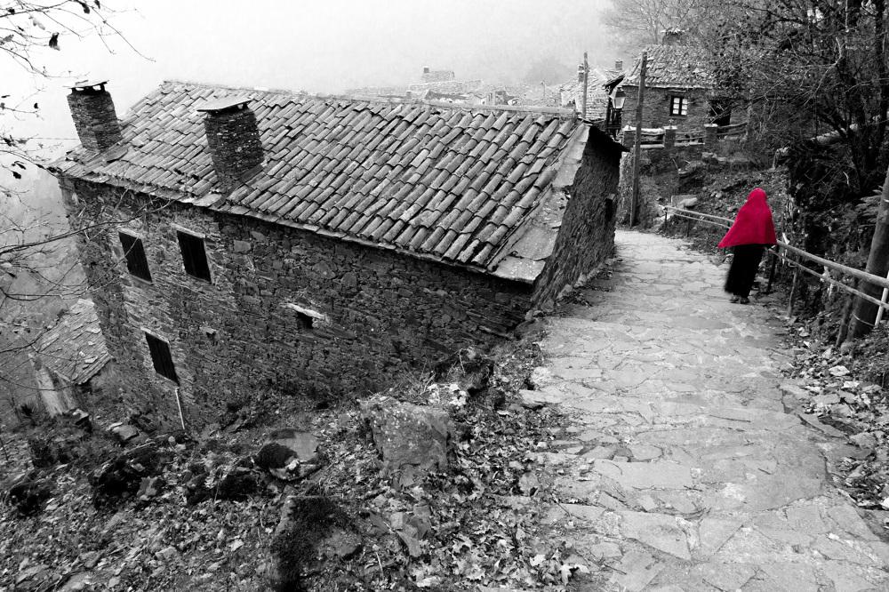 lousã aldeia outono xisto nevoeiro