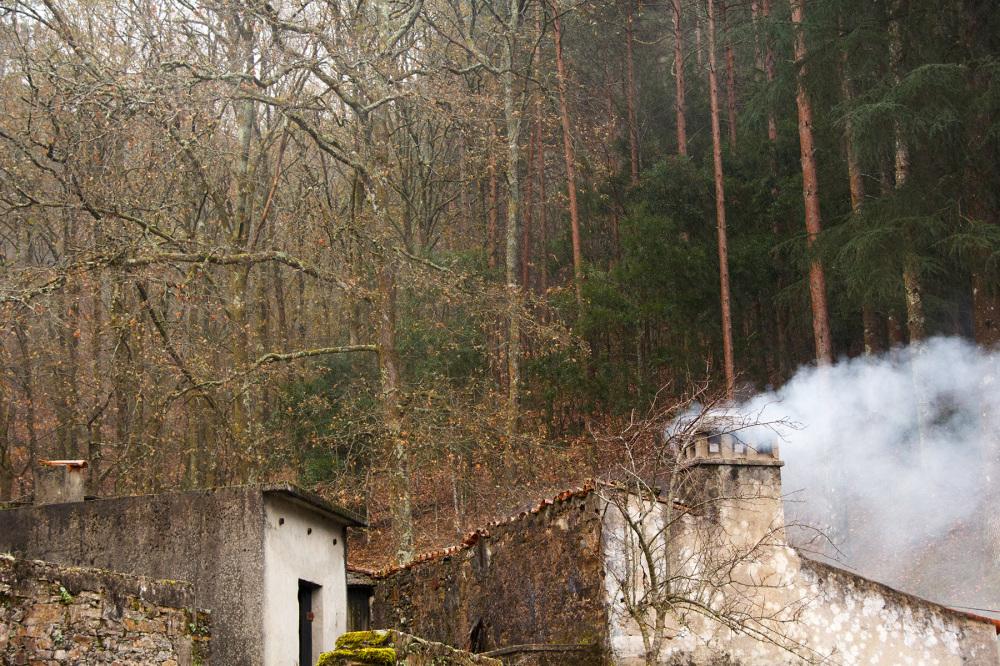 lousã aldeia outono xisto fumo