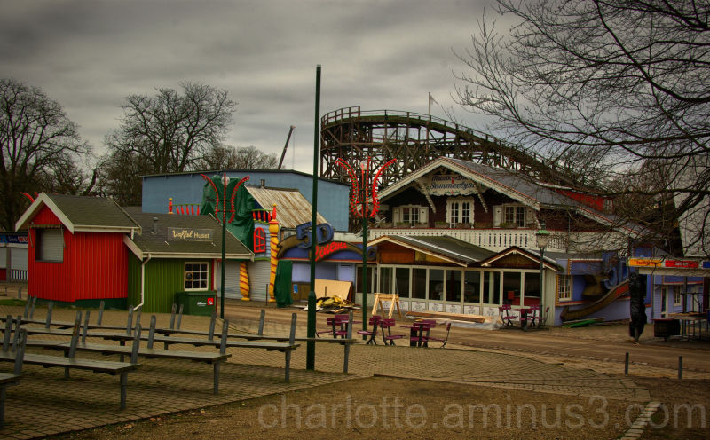 Winter-closed amusement park