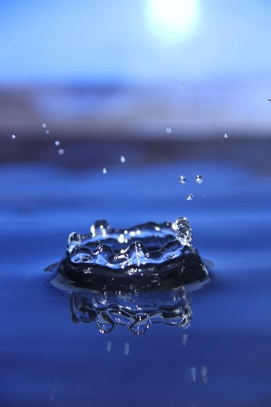 water splash dancer black white