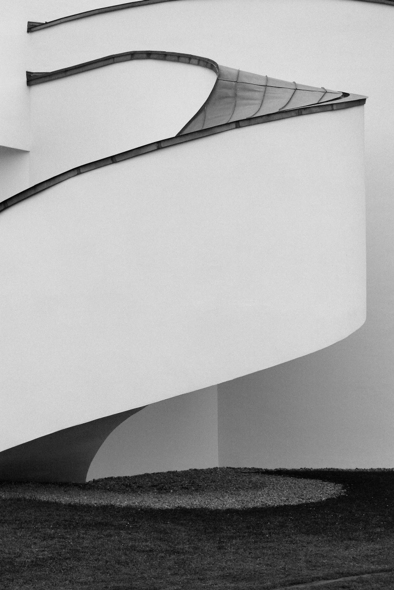 vdm [museums building by frank o. gehry]