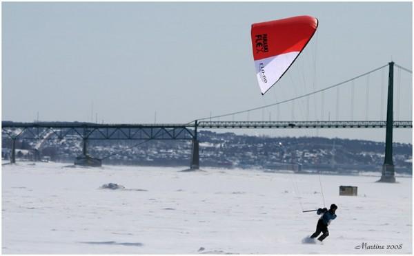 Winter kitesnow on St-Lawrence River