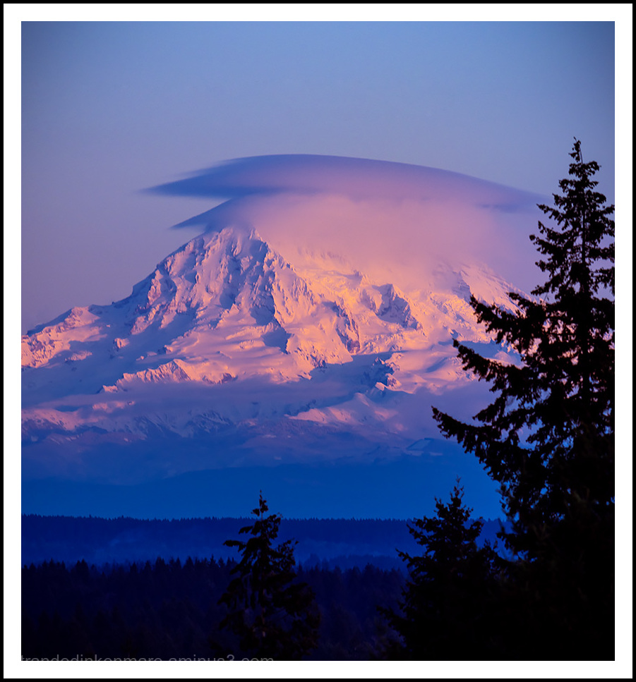Mt. Rainier wearing its New Year's Eve party hat!