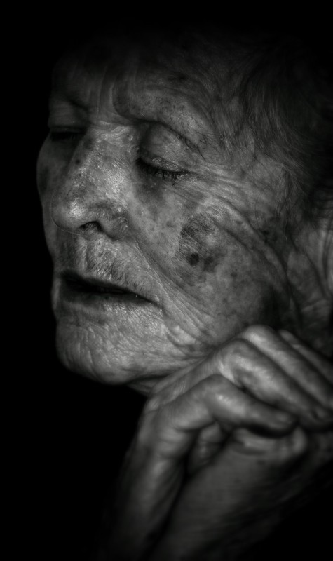 portrait, grandma, black, pray, believer