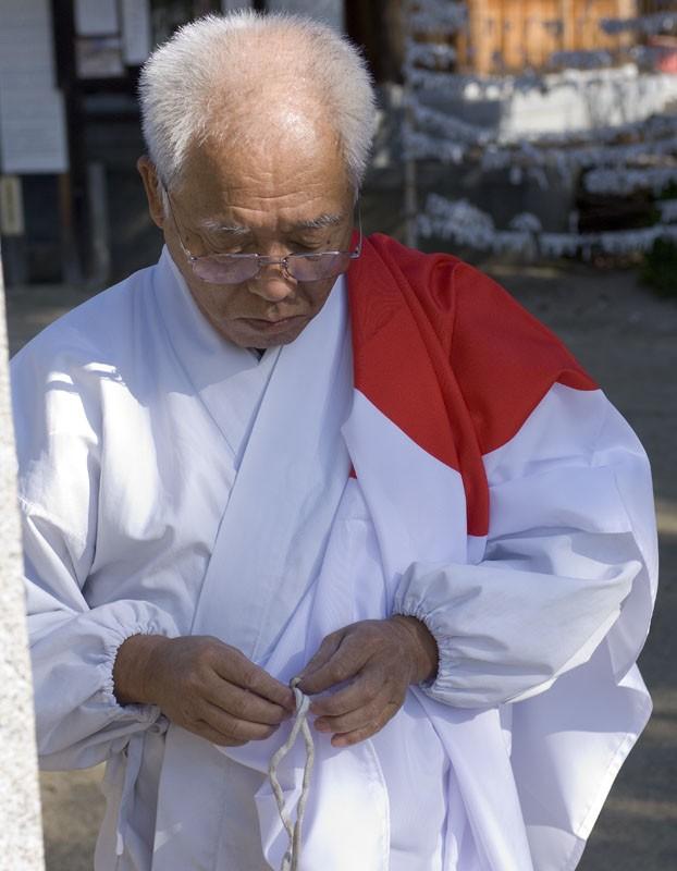 Raising the flag at Nigitsu Shrine.