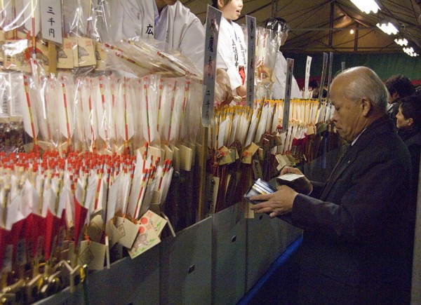A man buying an arrow for the new year.
